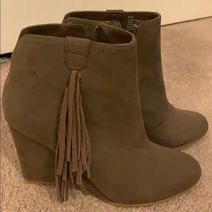 Size 6 tan suede zip up wedge booties